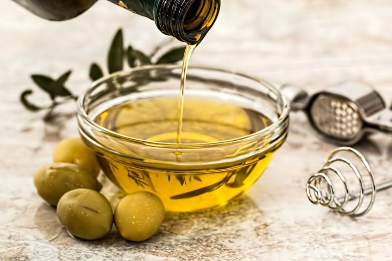 6 Biblical Oils and How to Use Them to Feel Better